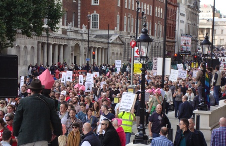 De mars is hier bijna aan het eind bij Downing Street 10 om hun punt duidelijk te maken aan PM David Cameron