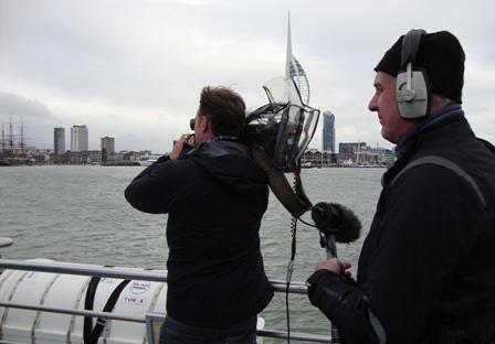 Filmen op de Gosport Ferry die ons naar de overkant van de haven bracht