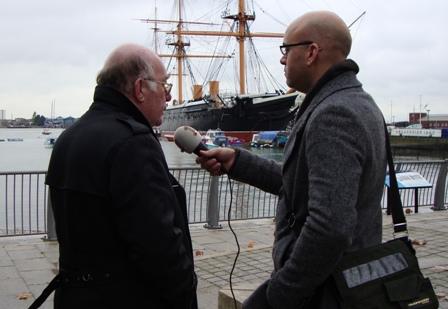 Het interview voor radio met Dr. James Thomas