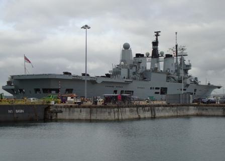 The HMS Ark Royal, het vlaggenschip van de Royal Navy dat binnenkort gesloopt zal worden