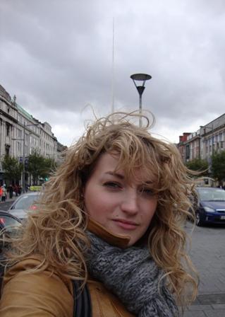 Op O'Connell Street met de Spire of Dublin in de achtergrond