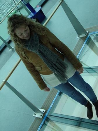Op de glazen vloer in de Spinnaker Tower (ik heb hoogtevrees..)