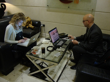 De mobiele werkplek/studio in de lobby van het hotel