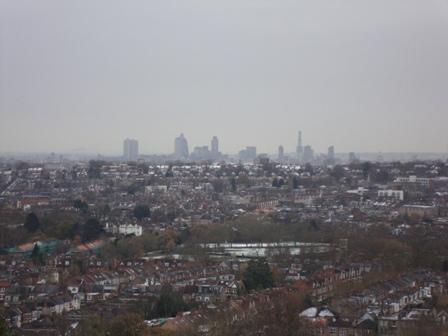 Het uitzicht van het balkon met The Square Mile in de verte
