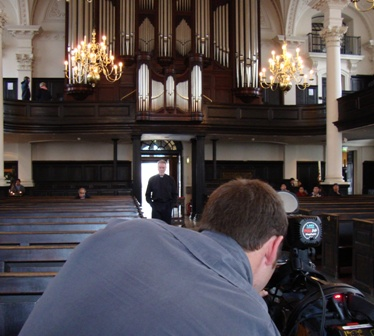 Filmen in de kerk St. Martin in the Fields met cameraman Jamie