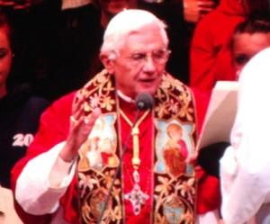 Paus Benedictus tijdens de mis in Hyde Park